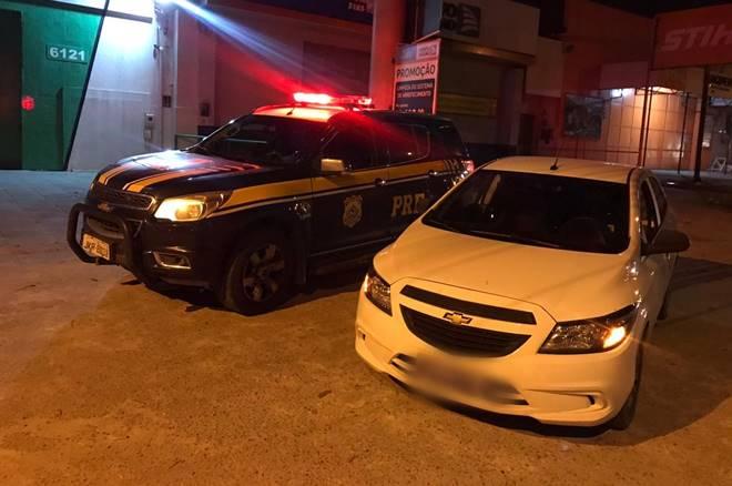 PRF recupera veículo roubado e prende homem por receptação na BR-104 — © PRF