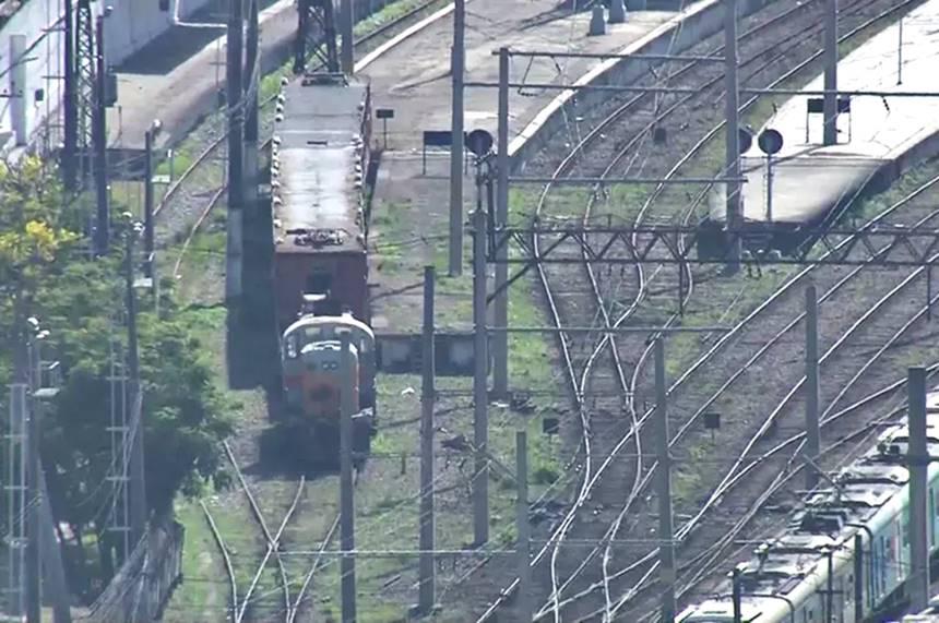 Trem em manutenção da Supervia foi sequestrado no Rio — © Reprodução/Tv Globo