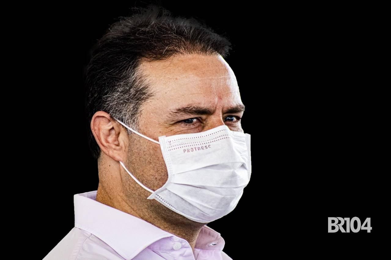 Renan discorda de Bolsonaro e defende vacina contra Covid-19 — © BR104