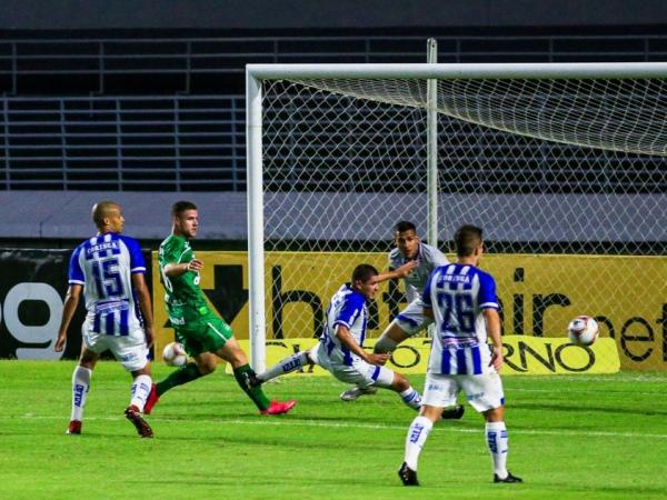 CSA perde para a Chapecoense por 1 a 0 no Estádio Rei Pelé — © Ailton Cruz