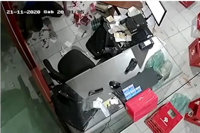 Funciário foi baleado durante tentativa de assalto em Maceió — © Reprodução