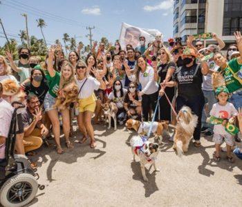 JHC com apoiadores em defesa da causa animal — © Assessoria