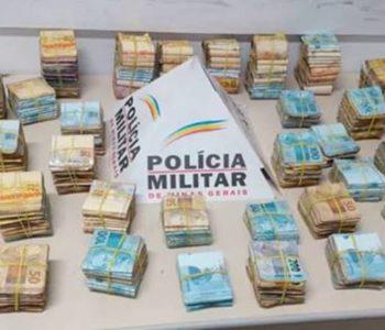 PM contou o dinheiro e havia R$ 400 mil — © Polícia Militar/Divulgação