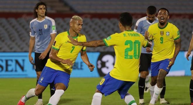 Brasil vence o Uruguai por 2 a 0 — © Raúl Martínez