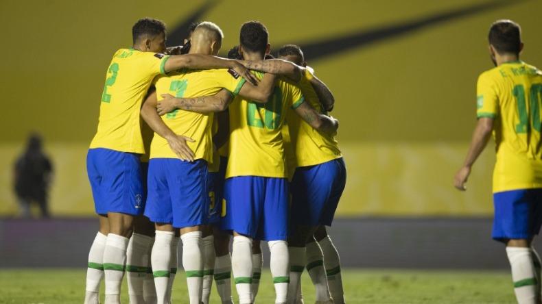 Brasil comemorando o gol contra o Uruguai — © CBF
