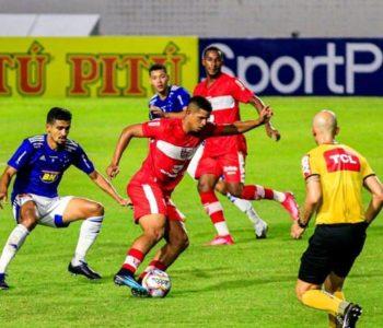 CRB e Cruzeiro no estádio Rei Pelé — © Ailton Cruz