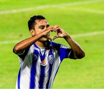 Nadson marcou o segundo gol para o CSA — © Ailton Cruz