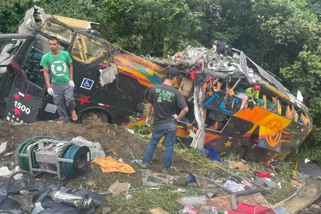 Acidente na BR-376, em Guaratuba, deixou mortos e feridos — © Arquivo pessoal/Juliano Neitzke