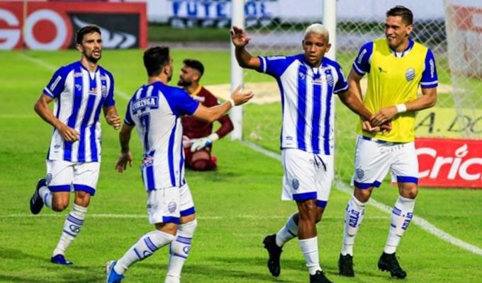 Equipe azulina comemorando gol — © Ailton Cruz