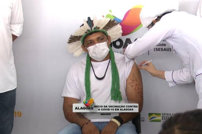 Cacique foi o segundo vacinado contra a Covid-19 em Alagoas — © Reprodução