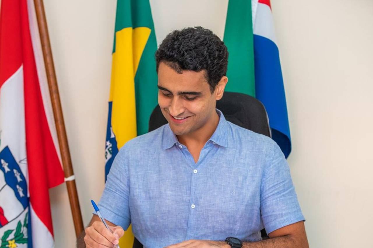 JHC assina decreto que reduz valor da tarifa de ônibus para R$ 3,35 — © Assessoria