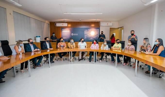 Pedro Vilela e JHC no encontro doos professores da rede pública — © Ascom