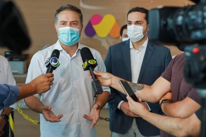 Renan Filho durante entrevista coletiva no Hospital da Mulher — © Márcio Ferreira