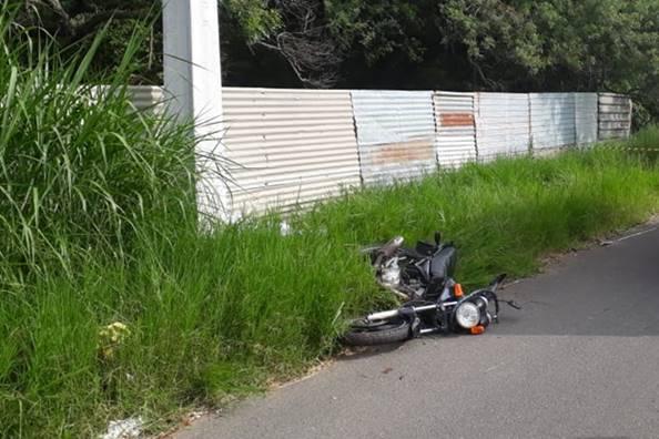 Homem fica ferido após bater moto em poste em União dos Palmares — © Ilustração