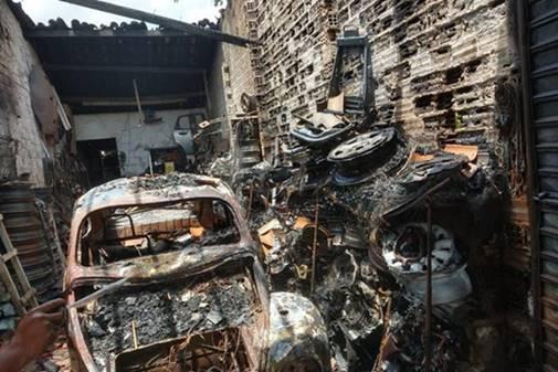 """Incêndio atinge oficina mecânica no """"Robertão"""", em União dos Palmares — © CBM"""