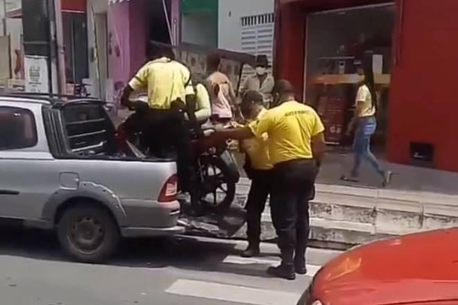 SMTT apreende moto estacionada de forma irregular em União dos Palmares — © Reprodução