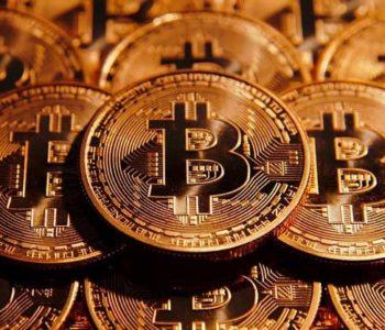 Bitcoin é uma criptomoeda descentralizada. — © Reprodução