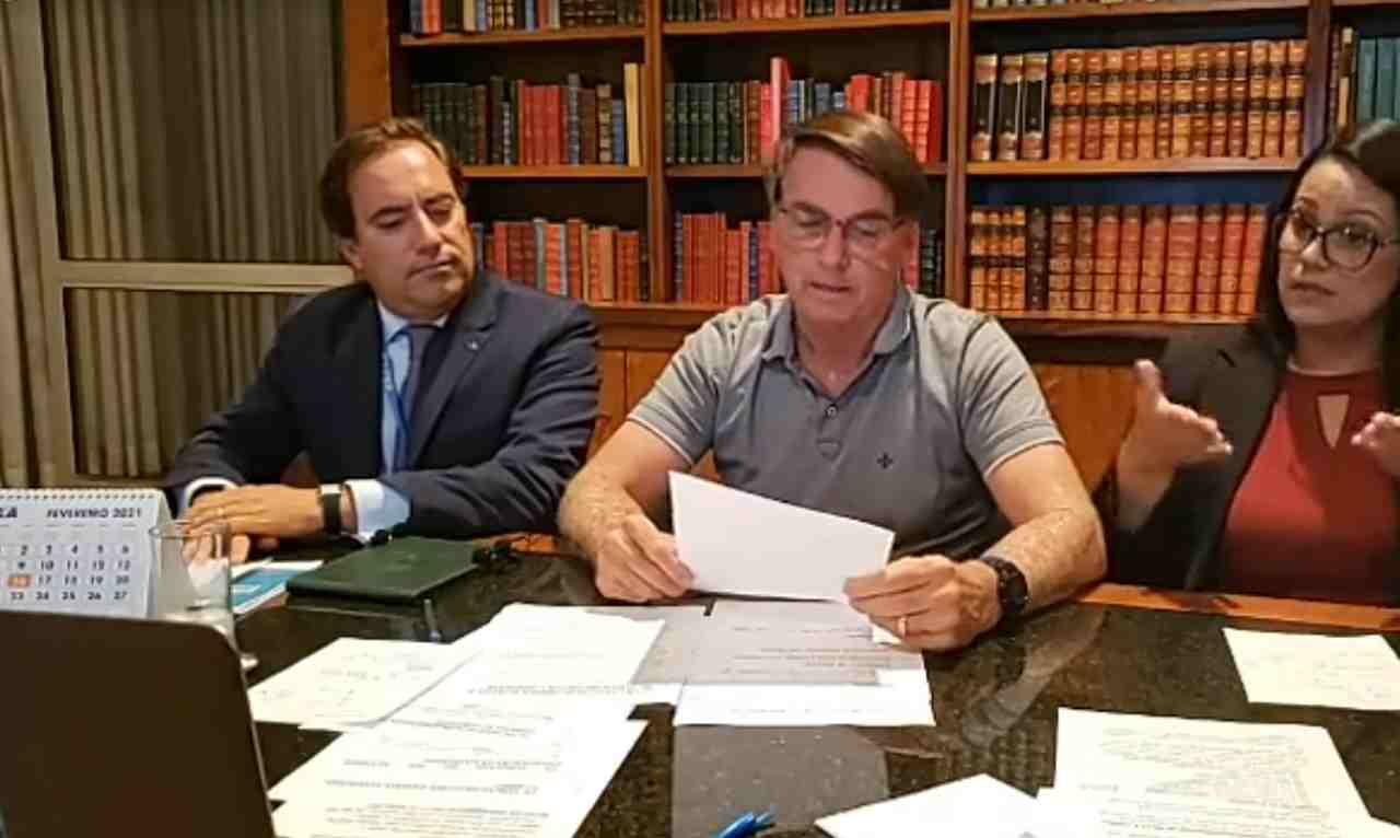Presidente Jair Bolsonaro em live — © Reprodução