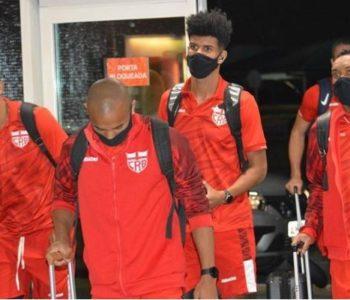 Elenco do CRB chegando na cidade onde a partida iria acontecer — © Maxwell Oliveira