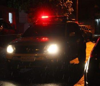 Polícia fez diligências na tentativa de localizar os suspeitos — © Ilustração