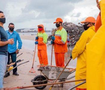 JHC com trabalhadores de coleta do lixo — © Assessoria