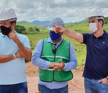 Olavo Neto visita obras onde será instalada a Natura — © Assessoria
