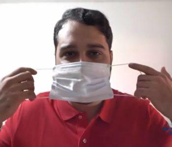 Prefeito Arthur Freitas colocando a máscara — © Reprodução/Vídeo