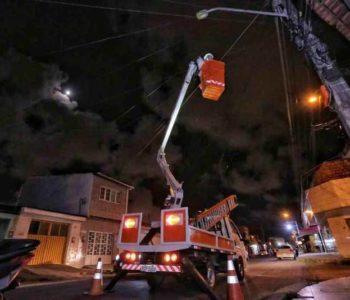 Troca de lâmpadas em Maceió — © Assessoria