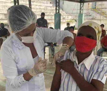 Quilombolas sendo imunizada contra a Covid-19 - © Assessoria