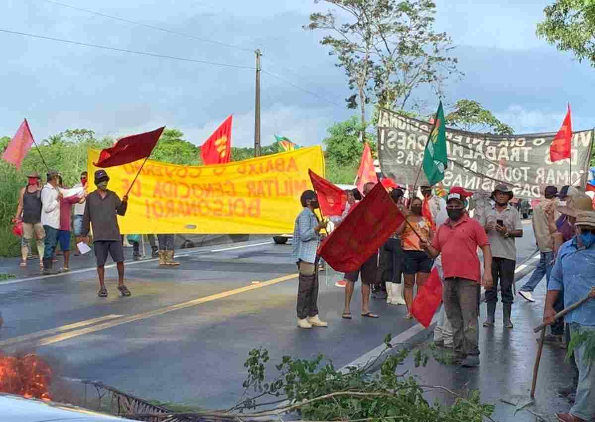 Manifestantes cobravam por reforma agrária — © Larissa Galindo/BR104