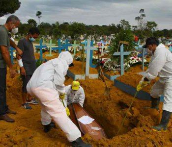 Enterro de vítima fatal da Covid-19 - Foto: Edmar Barros/Futura Press/Folhapress
