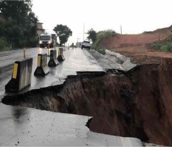 Rodovia desmoronou em trecho da BR 101 em São Miguel dos Campos – © Ascom/PRF