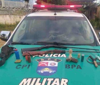 A arma de fogo não tinha documentação e o proprietário foi detido — © PMAL