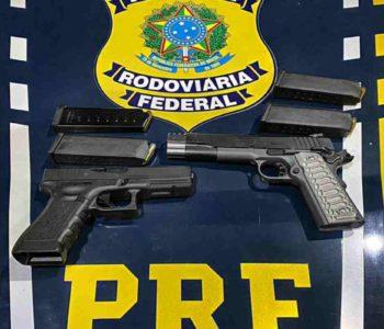 Armas foram apreendidas pela Polícia Rodoviária Federal — © PRF