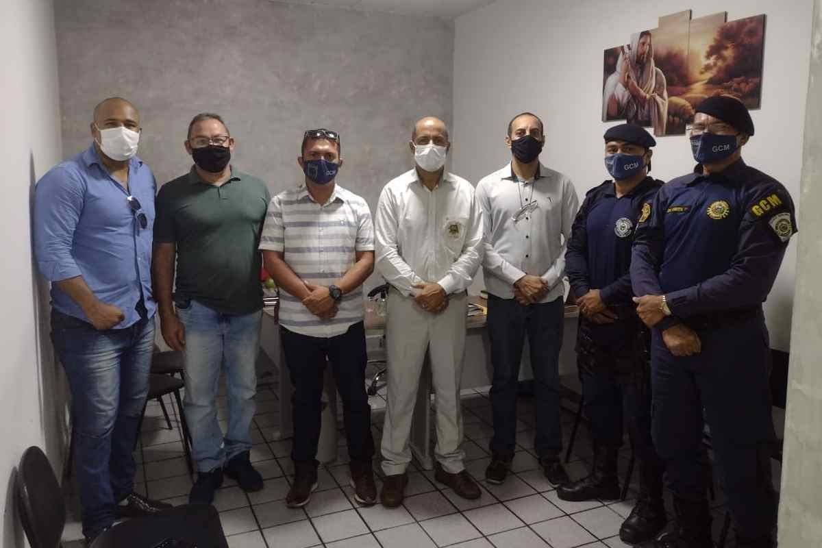Representantes do Sindguarda-AL durante reunião com vereador Sandro Jorge — © Assessoria