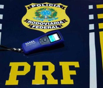 Motociclista realizou o teste do etilômetro, que constatou a embriaguez | © PRF