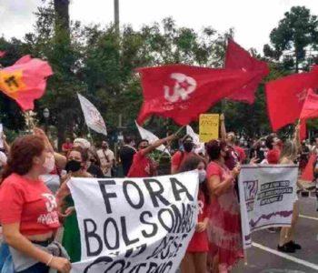 Manifestante em ato contra Jair Bolsonaro – © Celso Sgorla