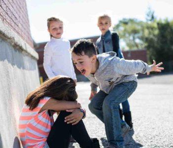 Criança sofrendo bullying – © Reprodução