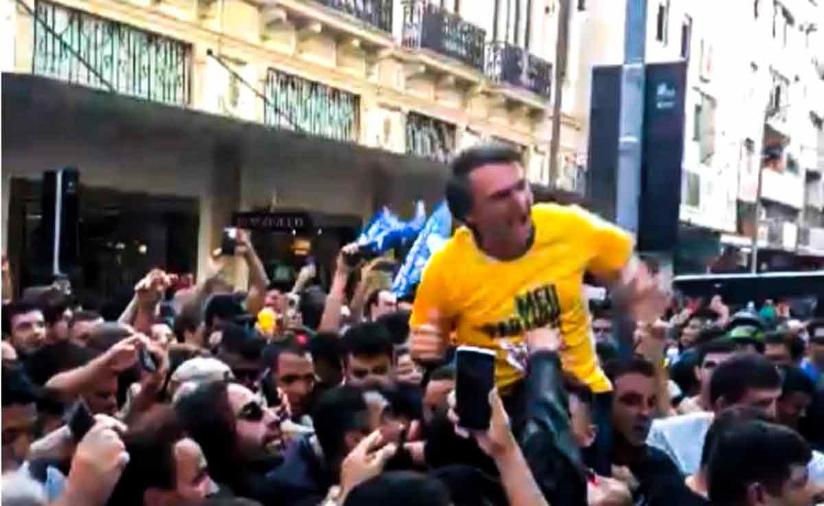 Momento da facada em Jair Messias Bolsonaro
