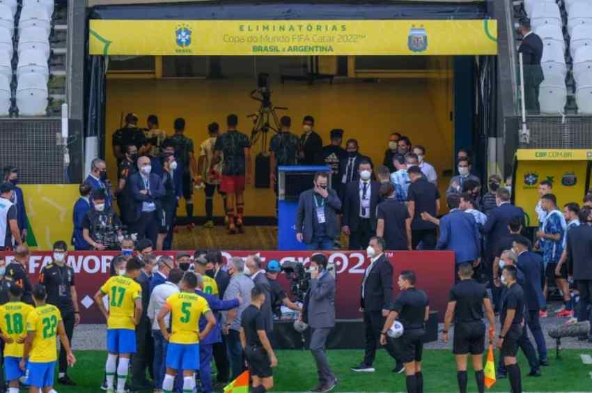 Jogo entre Brasil e Argentina paralisado - reprodução