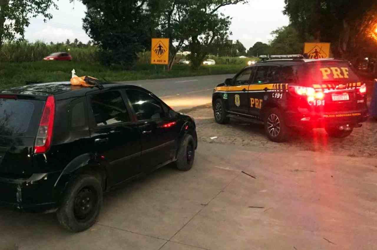Veículo foi abordado durante fiscalização de rotina da PRF   © PRF