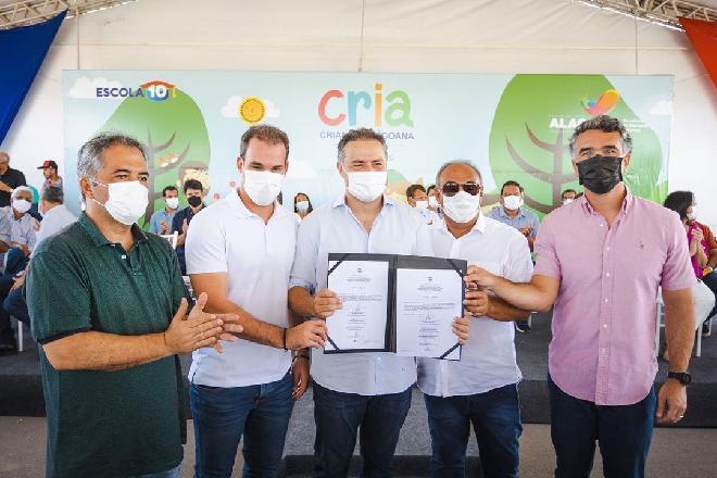 Renan Filho com secretários e prefeitos municipais –© Assessoria